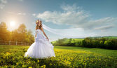 Beautiful bride in the outdoors — Stock Photo