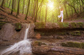 Yoga at the waterfall — Stock Photo