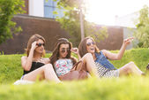 Women feels good in grass — Stock Photo