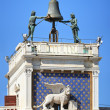 Clock Tower with winged lion and two moors, Venice (Italy) — Stock Photo