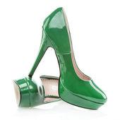 Chaussures talons avec plateforme unique, vert de cuir verni — Photo