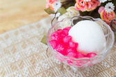 White ice cream made from coconut and pink jelly topping on the — Stockfoto