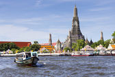 Landscape of Wat Arun Buddhist religious places of importance to — Stock Photo