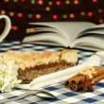 appeltaart en interessante boek — Stockfoto