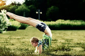Yoga exercise in the park — Stock fotografie