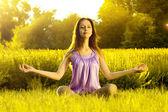 Yoga exercising (Sukhasana) — Foto Stock