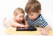 Two kids playing tablet — Stock Photo