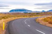 Estrada da bela montanha na Islândia — Fotografia Stock
