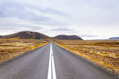 Beautiful mountain road in Iceland — Stock Photo