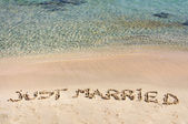 Just Married written in sand on a beautiful beach — Foto de Stock
