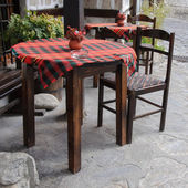Traditional tables and chairs in Bansko, Bulgaria — Stock Photo