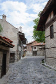 View of paved walkway with traditional bulgarian architecture from Bansko, Bulgaria — Stock Photo