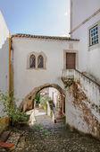 Arquitectura tradicional en la ciudad medieval portuguesa de óbidos — Foto de Stock