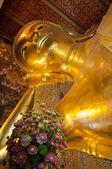 Face of Reclining Buddha gold statue in Wat Pho buddhist temple, Bangkok, Thailand — Foto Stock