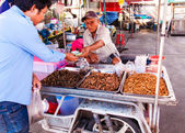 Maeklong, Thailand - May 24, 2014: Unknown Street vendor near famous Maeklong Railway Market.Street food vending is very common in Thailand and also a main tourist attraction. — Stock Photo