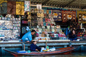 Ratchaburi, Thailand - May 24, 2014: Thai locals sell food and souvenirs at famous Damnoen Saduak floating market on  May 24, 2014 in Thailand, in the old traditional way of selling from small boats. — Stock Photo