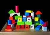Miasto zabawka - budynek cegieł dla dzieci — Zdjęcie stockowe