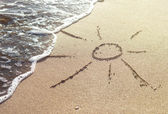 A sun drawn in the sand of a beach — Stock Photo