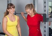 Duas mulheres felizes em um estúdio de futebol — Foto Stock