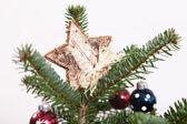 Sterren op een kerstboom — Stockfoto