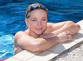 Blonde Women in Pool — Stock Photo