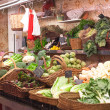 Market stand with green vegetables — 图库照片