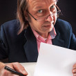 Buisnesman hold a blanc paper — Stock Photo