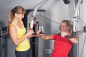 Due donne bionde fanno fitness — Foto Stock