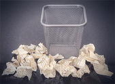 Wastepaper basket with wrinkled paper — Stock Photo