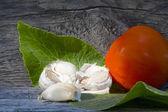 Garlic, horseradish leaf, tomato — Stock Photo