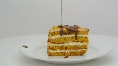 Cake with chocolate icing FullHD 1080p — Stock Video