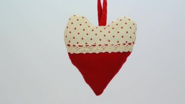 Red and beige polka dot heart ornament FullHD 1080p — Stock Video