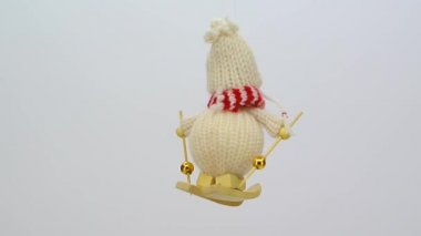 Knitted skier ornament FullHD 1080p — Stock Video