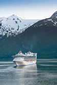 Cruise Ship in Inside Passage — Stock Photo