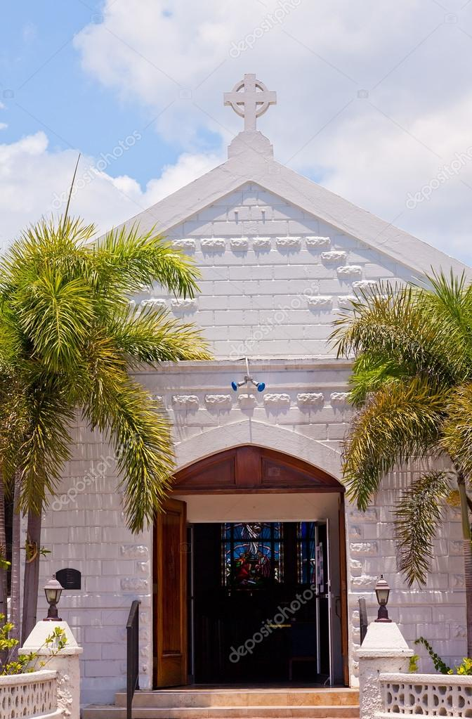 Little white church in the Cayman Islands — Stock Photo #18059617