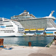 Stockfoto: Cruise Ships in Nassau, Bahamas
