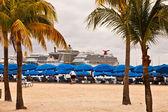 Cruise Ships in Philipsburg, St. Maarten — Stock Photo