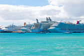 Busy Port in St. Maarten — Stock Photo