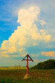 Cross on the field — Stockfoto