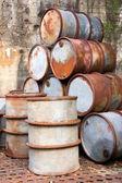 Fusti di olio arrugginito — Foto Stock