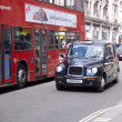 Taxi and bus in London — Stock Photo