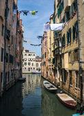 Tranquilo canal en venecia — Foto de Stock