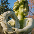 Foto Stock: Cherub holding wreath