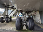 Undercarriage of jumbo jet — Stockfoto