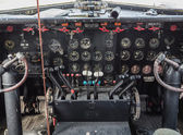 Cabina di pilotaggio di un aereo d'epoca — Foto Stock