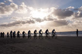 Mountain bikers taking part in the beach race Egmond-Pier-Egmond — Stock Photo