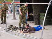 People play with weapons on Army Day — Foto Stock