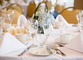 Elegant banquet wedding table setting — Stock Photo