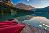 Canoe Dock with Mountain Reflection — Stock Photo