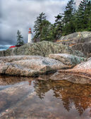 Lighthouse Reflection in Small Tidal Pool — Foto de Stock